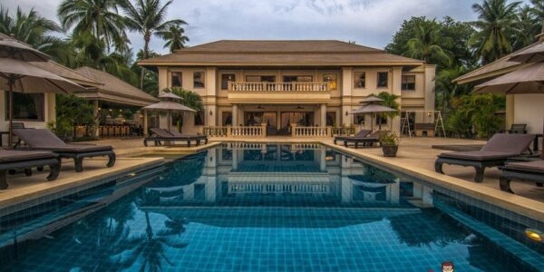 Beachfront 7 Bedroom Villa + 3 Guest Villas + Apartments - Taling Ngam - Koh Samui for sale